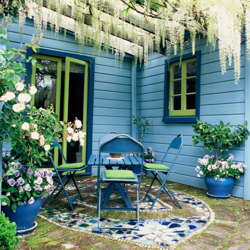 blue exterior, blue house, painted exterior, blue and green paint, courtyard, lime green