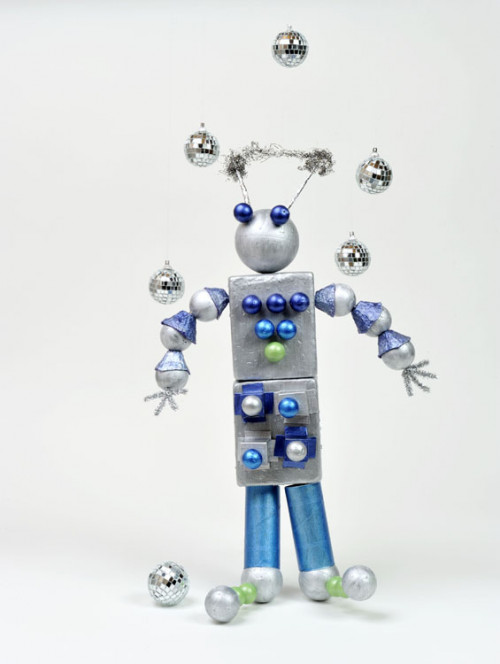recycling project, robot, kids, children, DIY, silver paint, blue paint