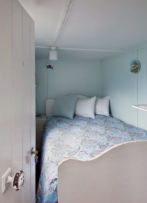 blue bedroom, blue and white paint, retro bach, holiday home