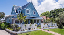Dean and Delia's delightful blue cottage by the sea photo