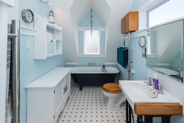 blue bathroom, pale blue, sea blue, sea cottage, blue ensuite