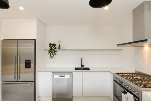 resene alabaster, white walls, scandi design, white kitchen, kitchen tiles