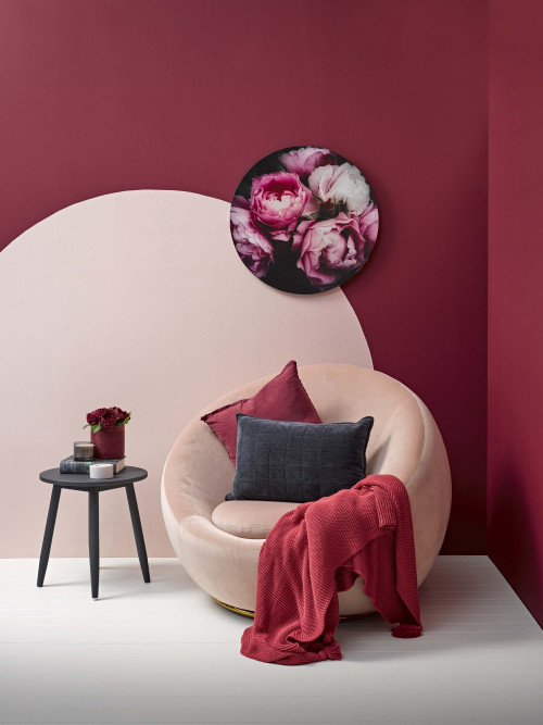 living room, red feature wall, painted circle, pink chair, pink and red, painted feature wall