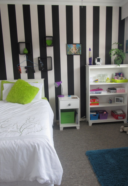 bedroom, retro, children's bedroom, feature wall, black and white, striped wall, striped wallpaper