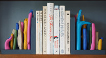 Add some pizzazz to your shelf with these DIY driftwood bookends
